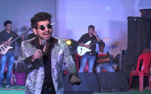 vineet-singh-the-talented-bollywood-singer (3)